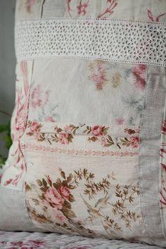 「フレンチアンティーク布のパッチワーククッション 」ココン・フワット Coconfouato [アンティーク照明&アンティーク家具] アンティーククロス アンティークファブリック アンティークテキスタイル ファブリック レース --cloth--