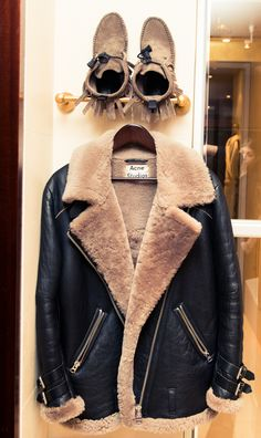 Getting Ready with Joan Smalls - The Coveteur Student Fashion, Fashion 2020, Acne Shearling Jacket, Cool Outfits, Fashion Outfits, Fashion Trends, Cozy Fashion, Rocker Fashion, Revival Clothing