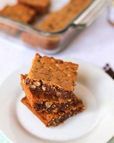Must-Make Chocolate Chip Almond Butter Bars http://www.pbfingers.com/chocolate-chip-almond-butter-bars/ Ooey-gooey chocolate chips and almond butter? My sweet tooth didn't stand a chance against these bad boys! They're the perfect hybrid between a chocolate chip cookie and an almond butter blondie.