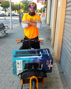 Adrian. Www.urbanciclo.es - Tw: @urbancicloalba- f: Urban Ciclo - Instagram: @urbanciclo #urbanciclo #ecomensajeria  #Albacete #cargobike #bicimensajeria #bikemessengers #bullitteer #bullitt #bullittlife #messlife #bikecourier #transportesostenible cargo bike ciclologistica sostenible bicicleta de carga