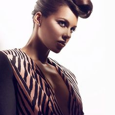 FOTOS: ALICIA KEYS BRILHA NA VIBE MAGAZINE ~ Rolling Soul
