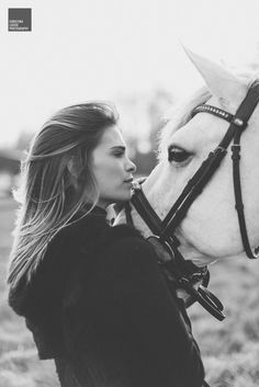 Luiza Almeida Luiza Almeida - Art Of Equitation Horse Senior Pictures, Horse Photos, Horse Girl Photography, Animal Photography, Elephant Black And White, Horse Therapy, Poses Photo, Horse Portrait, White Horses