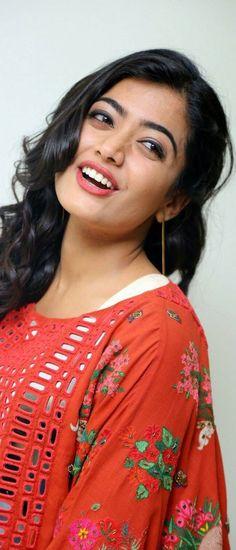 Rashmika Mandanna Stills At Sarileru Niku Evaru Movie Teaser Launch - Actress Doodles Beautiful Blonde Girl, Beautiful Girl Photo, Beautiful Girl Indian, Most Beautiful Indian Actress, Beautiful Smile, Stylish Girls Photos, Stylish Girl Pic, Beautiful Bollywood Actress, Beautiful Actresses
