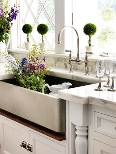 awesome farmhouse sink and marble countertops