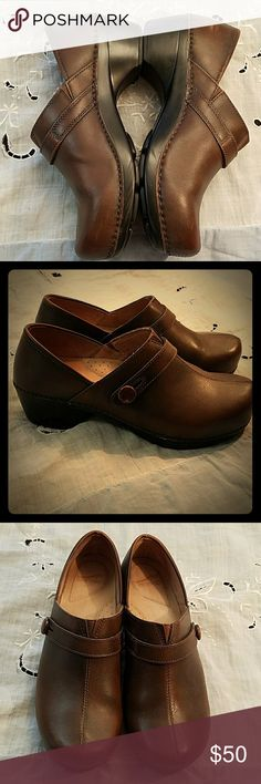 """Dansko Solstice brown clogs, barely used sturdy and versatile Dansko clogs in medium brown color. Leather upper and lining. Soles look brand new; slight scuffing on inside of both heels and slight scratches on body. Size 41 EUR, 10.5-11 US. 1"""" heel. Dansko Shoes Mules & Clogs"""