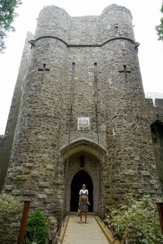 New England attractions: Hammond Castle Museum and harbour town of Rockport are truly must see places in Massachusetts Travel Ideas, Travel Inspiration, Hammond Castle, Travel Around The World, Around The Worlds, Massachusetts, Glamping, New England, Barcelona Cathedral