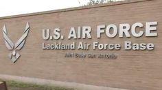Se reporta un tiroteo activo en la base de la Fuerza Aérea de EE.UU. de San Antonio después de la irrupción de al menos un hombre armado.
