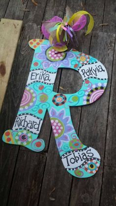 Painting Wooden Letters, Diy Letters, Painted Letters, Wood Letters, Decorating Wooden Letters, Painting On Wood, Letter Door Hangers, Initial Door Hanger, Painted Initials