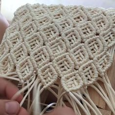 Basic Macrame Knots : Step by Step Guide Macrame Purse, Macrame Knots, Macramé Art, Diy Macrame Wall Hanging, Weaving Textiles, Macrame Projects, Macrame Tutorial, Macrame Patterns, Crafts