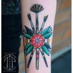 Woohhhh how pretty is this traditional paintbrush tattoo Celtic Tattoos, All Tattoos, Sleeve Tattoos, Tatoos, Traditional Ink, Neo Traditional Tattoo, American Traditional, Pretty Tattoos, Beautiful Tattoos