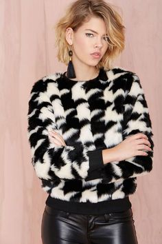 Everyone is going to be checking you out in this black and white faux fur sweatshirt. Cool Outfits, Fashion Outfits, Women's Fashion, Fashion Clothes, Winter Fashion, Fashion Trends, Angora, Boutique, Houndstooth