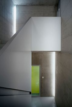 Image 21 of 41 from gallery of La Tuffière / architectes + nb. Photograph by Thomas Jantscher Concrete, Photos, Mirror, Arch, Gallery, Simple, Interior, Photography, Stairs