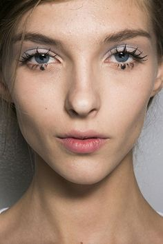Major Statement Lashes Were All Over the Spring Runways | Beauty Blitz