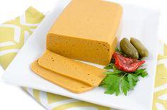 Dieses Käse Rezept mit geräuchertem Paprika wird Euch überraschen, denn es kommt ganz ohne Nüsse aus. Der Käse lässt sich gut schneiden und auch reiben.