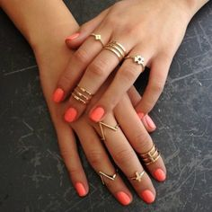 Gold knuckle rings and coral nails Cute Jewelry, Jewelry Accessories, Fashion Accessories, Fashion Jewelry, Gold Jewelry, Jewelry Ideas, Jewelry Rings, Gold Necklace, Gold Bracelets