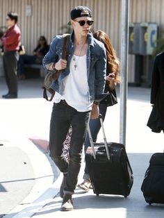 Vanessa Hudgens - Vanessa Hudgens and Austin Butler Catch a Flight