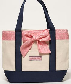 vinyard vines tote with a bow!!  I have a big vineyard vines tote but a baby one would be nice for day trips #obessed