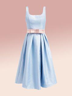 Hochzeitsgast zu sein, kann ganz schön anstrengend sein. Welches Kleid in welcher Farbe passt zu welchem Hochzeitstyp?