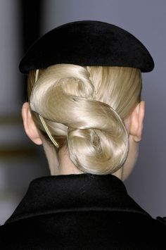 Vintage Hairstyles Updo Jasper Conran, Fall updo with hairnet and beret - Jasper Conran at London Fashion Week Fall 2009 - Details Runway Photos Dance Hairstyles, Loose Hairstyles, Vintage Hairstyles, Straight Hairstyles, Diy Beauté, Ballroom Hair, Ballroom Dance, Jasper Conran, Hair Art