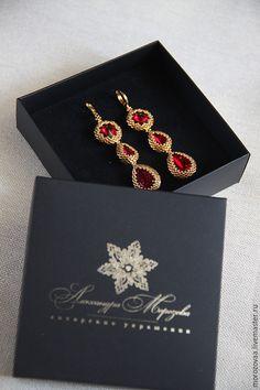 Длинные серьги с шикарными красными кристаллами Сваровски! Оплетены драгоценным золотым бисером , 24 карата! Швензы - позолоченые. Оборотная сторона, кружевное плетение.