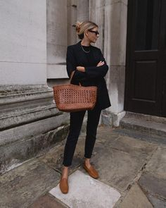 Black Loafers Outfit, Loafers For Women Outfit, Tan Loafers, Leather Loafers, Loafers With Jeans, Black Jeans Outfit Casual, Tan Leather, All Black Outfit For Work, All Black Outfits For Women