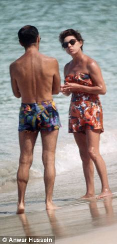 Princess Margaret Scandals | Princess Margaret with a friend on the beach in Mustique in 2002