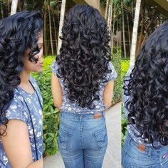 5 ways I Get My Curls to Form Fat Chunky Clumps #curlyhairideas Curly Hair With Bangs, Curly Hair Tips, Curly Hair Care, Short Curly Hair, Curly Girl, Hairstyles With Bangs, Curly Hair Styles, Natural Hair Styles, Medium Curly