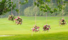 Décoration extérieure - Bouquets suspendus aux branches