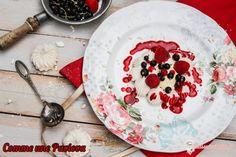 """Avec ce dessert Je participe au défi Appropriez-vous la recette !!!, un jeu initié par Sylvie du blog """"La table de Clara"""" . Le thème du défi est de créer un dessert à base de glace ou de sorbet. J'ai donc choisi de """"revisiter"""" la Pavlova un peu comme un vacherin. Vous pouvez avec cette recette utiliser les fruits de votre choix et les associer à la glace ou au sorbet qui... #framboise #pavlova"""