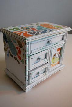 Refurbished Vintage Jewelry Box  Medium White by happydayvintage