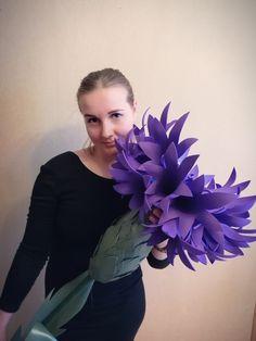 Ideas Flowers Diy Foam For 2019 Giant Paper Flowers, Big Flowers, Felt Flowers, Paper Flower Wall, Paper Flower Backdrop, Crepe Paper Flowers Tutorial, Gerbera Flower, Paper Plants, Leather Flowers