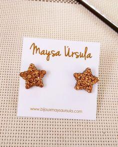 Brinco Estrela Caramelo  Brincos pequenos, brinco de estrela, tendência estrelas, verão 2018, acessórios, moda