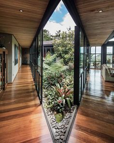 ― Architecture & Design( 「Your thoughts on this courtyard house? 💚 Ortega Mora House designed by Estudio Transversal…」 Interior Garden, Home Interior Design, Interior And Exterior, Exterior Design, Photo Deco, Green Architecture, Modern Architecture Design, Courtyard House, Decoration Design