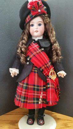 Dolls Dolls, Girl Dolls, Kilts, Antique Dolls, French Antiques, Boudoir, Boy Or Girl, Doll Clothes, Temple