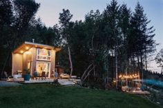 28 Modern Fish Tanks That Inspire Relaxation Diy Lampe, Casa Loft, Backyard, Patio, Cabana, Jacuzzi, Vancouver, Outdoor Living, Indoor Outdoor
