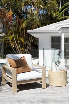 Uniqwa Furniture Collection's Trunk Side Table and Mozambique occasional chair looking stunning in this Coastal outdoor entertaining area! Outdoor Spaces, Outdoor Living, Outdoor Decor, Living Pool, Ideas Hogar, Lounge, Patio Furniture Sets, Decorating Small Spaces, Home Interior