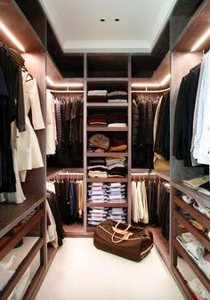 Awesome Small Walk-In Closet Design Ideas and Inspiration for Modern Home Decor - Do you need to whip your small walk-in closet into shape? You will love these incredible small walk-in closet ideas and makeovers for some inspiration! Walk In Closet Small, Walk In Closet Design, Closet Designs, Double Closet, Closet Walk-in, Closet Space, Closet Mirror, Corner Closet, Entryway Closet