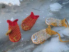 Ravelry: craftzone's Goldfish Mittens