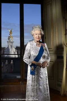 Official Diamond Jubilee portrait of Queen Elizabeth
