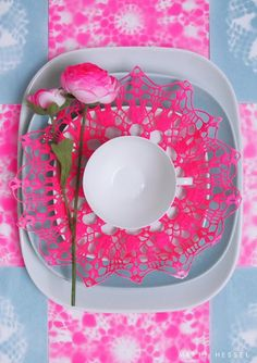 Ideas For Party Neon Decoration Place Settings Pink Table Settings, Place Settings, Lohals, Farmhouse Side Table, Spirograph, Cute Dorm Rooms, Idee Diy, Deco Table, Decoration Table