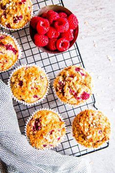 raspberry oatmeal muffins and fresh raspberries on a cooling rack Breakfast Pastries, Breakfast Muffins, Breakfast Recipes, Dessert Recipes, Raspberry Oatmeal Muffins, Raspberry Breakfast, Healthy Desserts, Delicious Desserts, Healthy Food