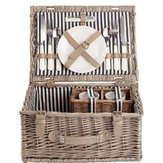 BUTLERS A DAY IN THE PARK Picknickkorb für 2 Personen Butlers http://www.amazon.de/dp/B006GHF98E/ref=cm_sw_r_pi_dp_8o76tb0PJTWB5