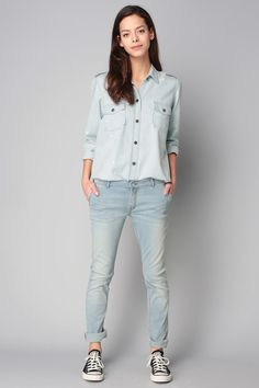 http://www.monshowroom.com/fr/zoom/reiko/chemise-denim-usee-manches-longues-claryss/244008