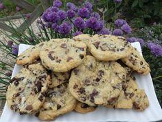 Cookies by Cyril Lignac - Dessert Recipes Buttermilk Banana Bread, Healthy Banana Bread, Banana Bread Recipes, Cookies Et Biscuits, Chip Cookies, Naan Recipe, Salted Caramel Fudge, Cant Stop Eating, Fudge Sauce