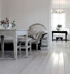 really like the painted floor Vintage Interior: Want to re-paint my bedroom floor and change color scheme. Devine Design, Bedroom Flooring, Cottage Living, Scandinavian Home, Inspired Homes, Beautiful Space, Home Decor Inspiration, Decor Ideas, My Dream Home
