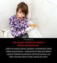 Jeżeli nie możesz domyć zacieków z metalowych części kabiny prysznicowej – wykorzystaj do tego celu plastry cytryny! Dokładnie przetrzyj te ...