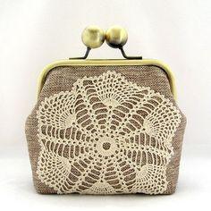 coin purse eeeeeeeeep, I want iiiiit Cute Coin Purse, Crochet Coin Purse, Diy Purse, Crochet Purses, Cute Purses, Purses And Bags, Frame Purse, Craft Bags, Vintage Purses