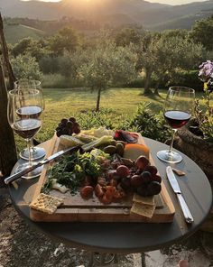 You don't need a silver fork to eat good food. Summer Aesthetic, Aesthetic Food, Comida Picnic, Picnic Date, Charcuterie, Food And Drink, Healthy Recipes, In This Moment, Places