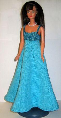 Strikkjole til Barbie i smuk turkis
