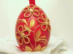 Straw egg by Serbian artists Edvard and Marijana Kirbus